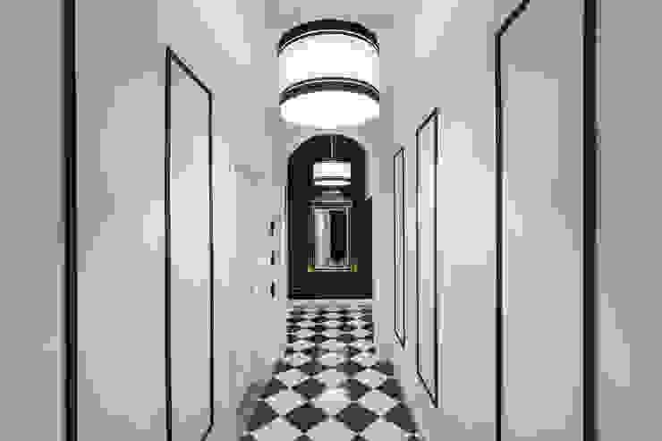 Pasillos, vestíbulos y escaleras de estilo clásico de Officine Liquide Clásico Cerámico