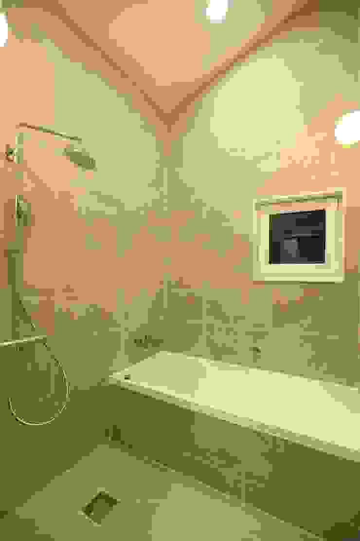 김해시 중목구조 주택 모던스타일 욕실 by 블루하우스 코리아 모던