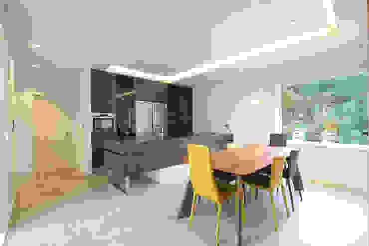 Modern dining room by 블루하우스 코리아 Modern