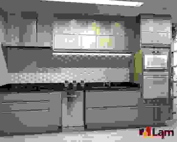 Modern Kitchen by LAM Arquitetura | Interiores Modern