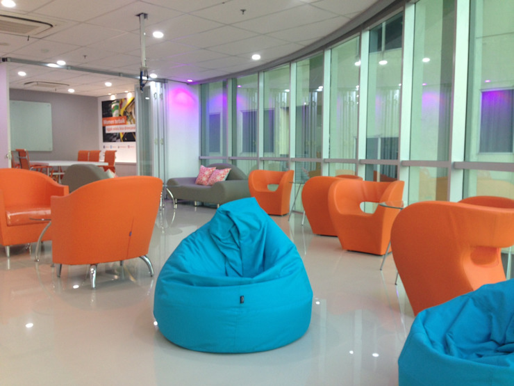 Interior FWD Life Marketing Office branch Palembang Oleh Roemah Cantik Minimalis