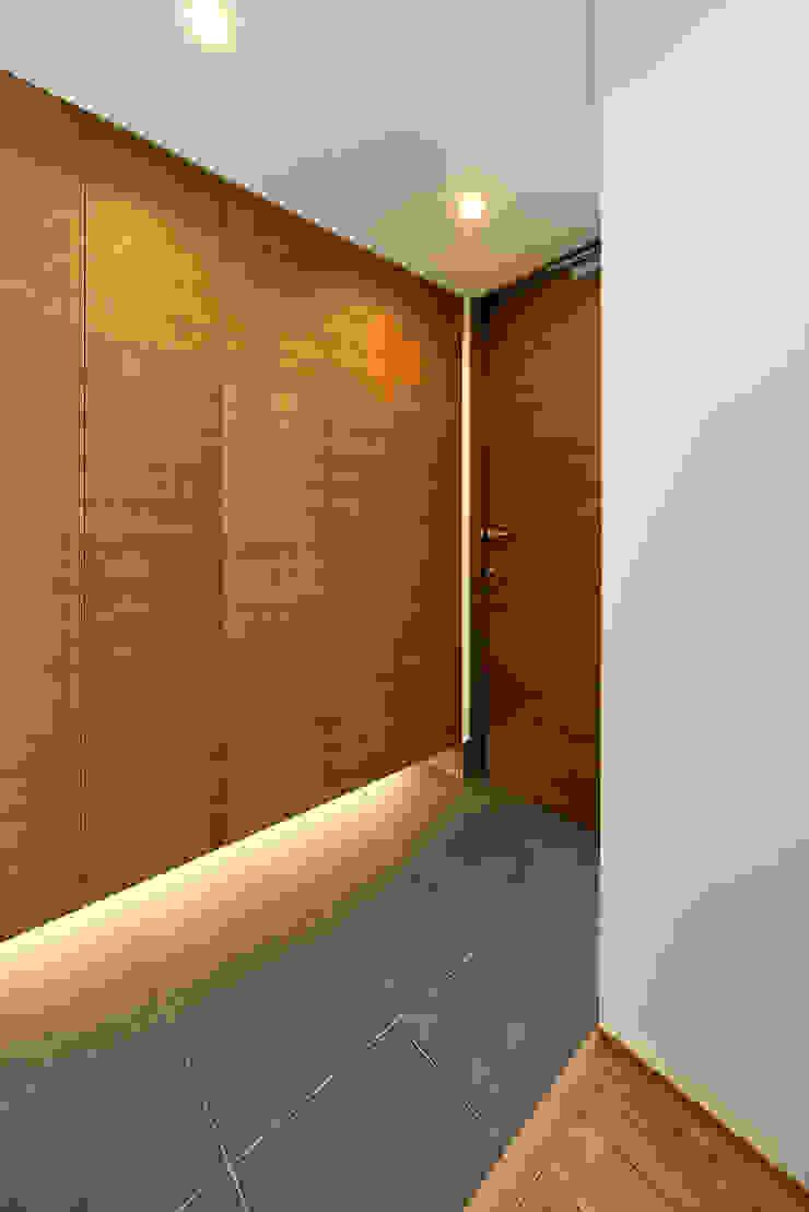 玄関 H建築スタジオ モダンスタイルの 玄関&廊下&階段