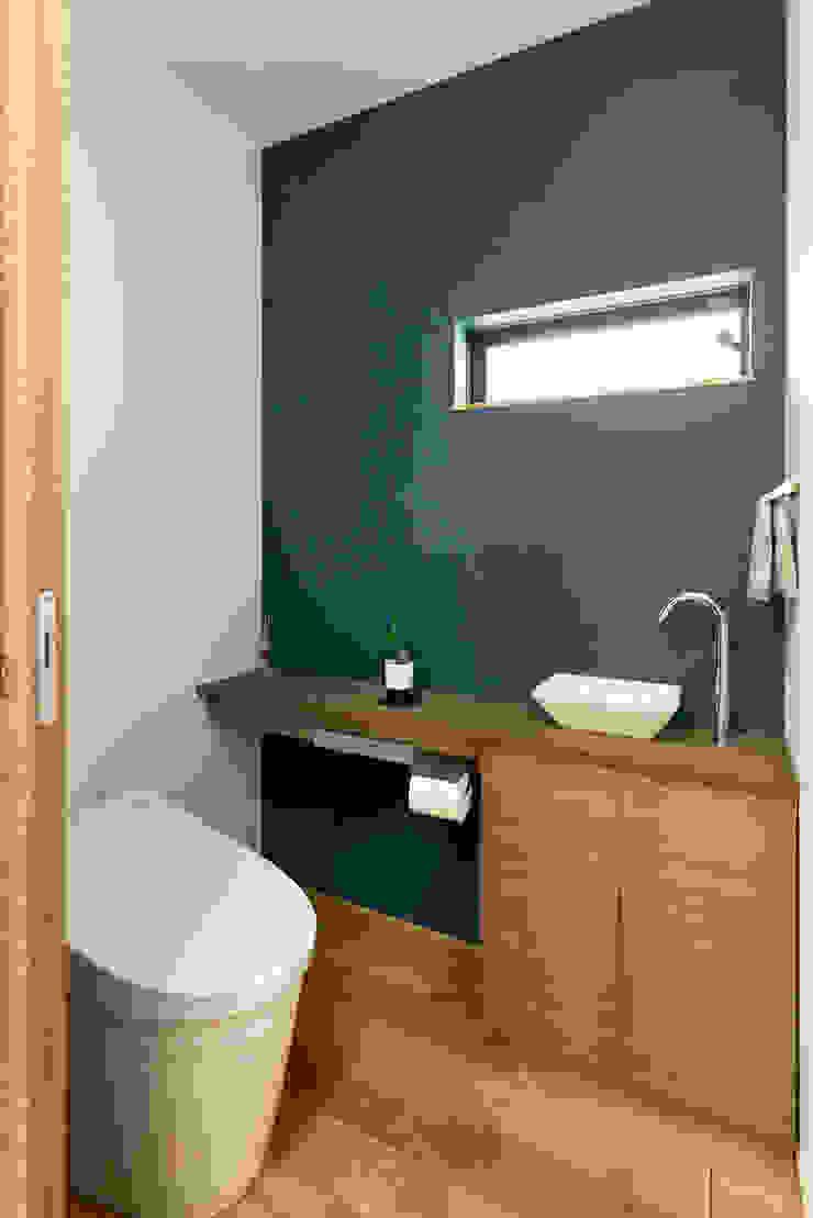 トイレ H建築スタジオ モダンスタイルの お風呂