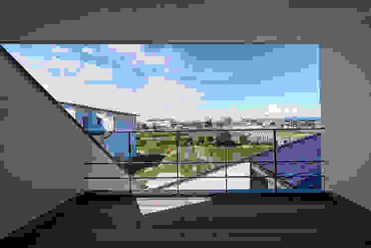 バルコニー H建築スタジオ モダンデザインの テラス
