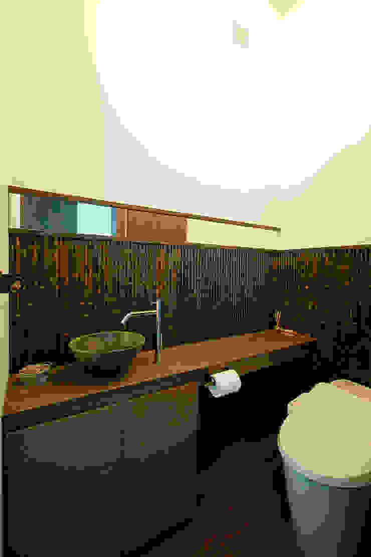 Asian style bathroom by H建築スタジオ Asian