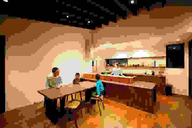 キッチン(夜) 和風の キッチン の H建築スタジオ 和風