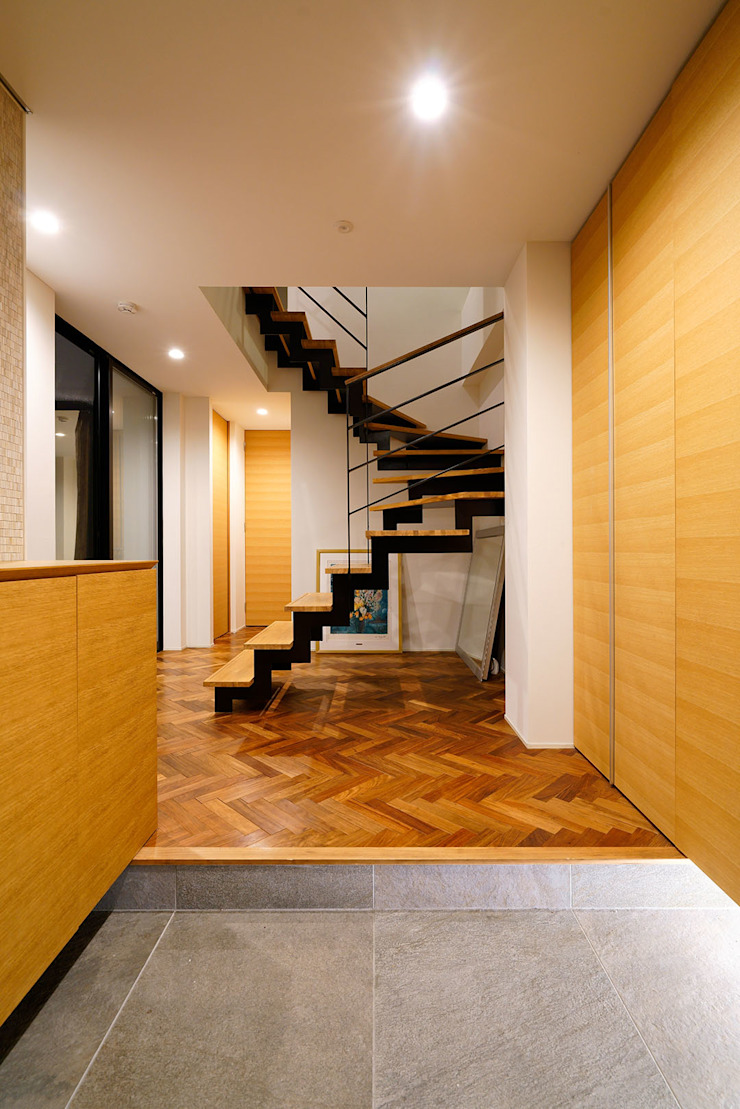 Modern Corridor, Hallway and Staircase by H建築スタジオ Modern