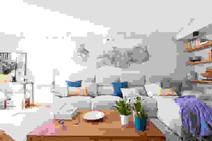 Reforma y Amueblamiento en sótano de vivienda unifamiliar adosada en Tres Cantos Salones de estilo mediterráneo de itta estudio Mediterráneo