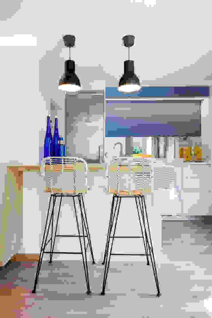 Reforma y Amueblamiento en sótano de vivienda unifamiliar adosada en Tres Cantos Cocinas de estilo moderno de itta estudio Moderno