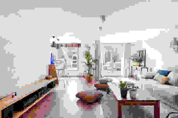 Reforma y Amueblamiento en sótano de vivienda unifamiliar adosada en Tres Cantos itta estudio Salas de estilo rústico