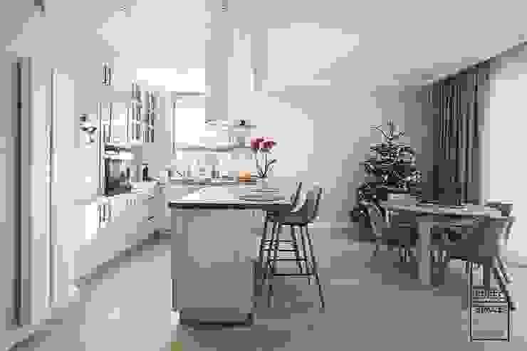 Nhà bếp phong cách hiện đại bởi Perfect Space Hiện đại