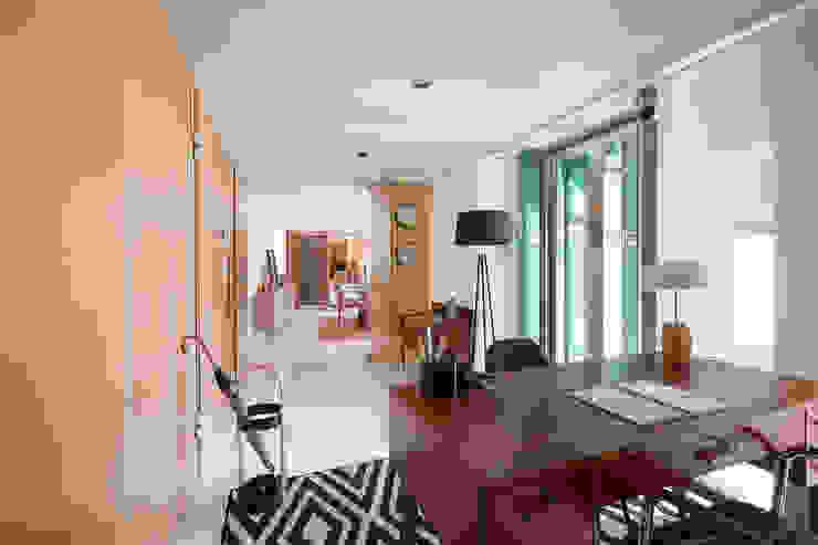 Escritório - Apartamento T2 em Cascais - SHI Studio Interior Design ShiStudio Interior Design Corredores, halls e escadas modernos