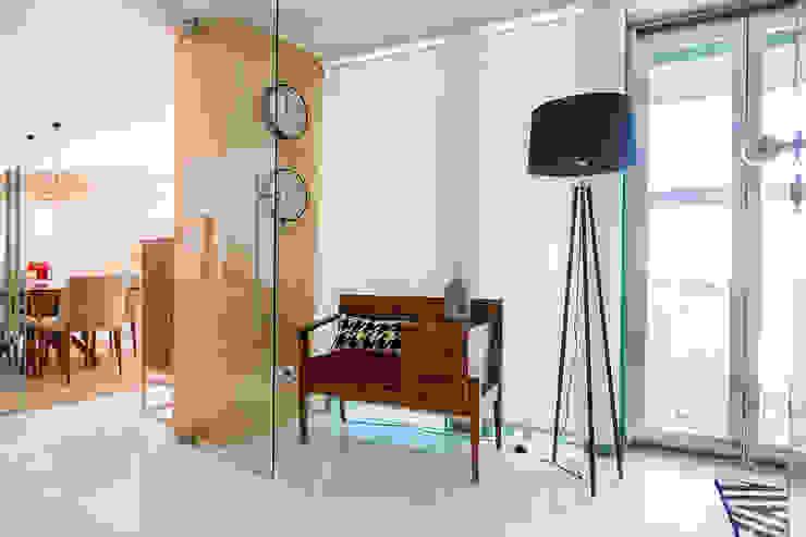 Escritório - Móvel de entrada - Apartamento T2 em Cascais - SHI Studio Interior Design ShiStudio Interior Design Corredor, hall e escadasAcessórios e decoração