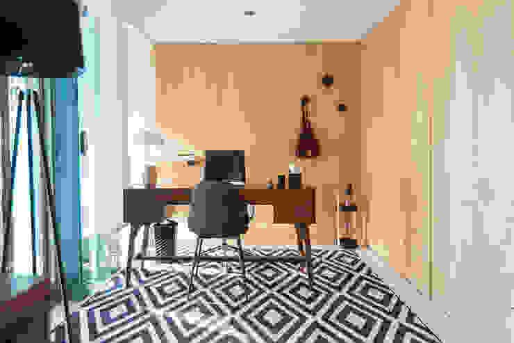 Escritório - Apartamento T2 em Cascais - SHI Studio Interior Design ShiStudio Interior Design Espaços de trabalho ecléticos