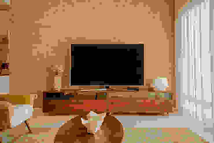 Sala - TV - Apartamento T2 em Cascais - SHI Studio Interior Design ShiStudio Interior Design Sala de estarAcessórios e Decoração