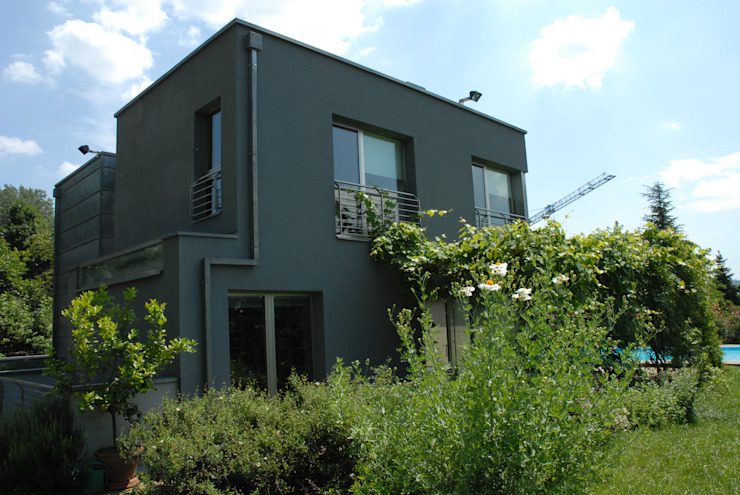 Modern home by Enzo Cantoni Architetto Modern