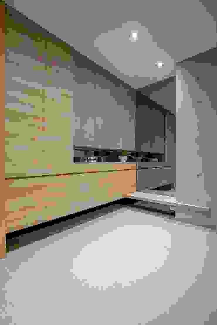 Modern garage/shed by 築青室內裝修有限公司 Modern