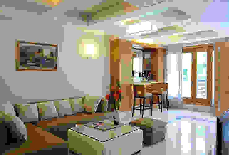 Không gian phòng khách, bếp ăn thông thoáng bởi Công ty TNHH Xây Dựng TM – DV Song Phát Hiện đại