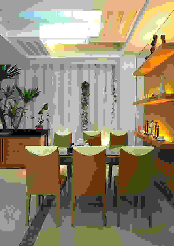 Độc Đáo Với Nhà Phố 3 Tầng Đẹp Có Thiết Kế Hồ Bơi Trên Sân Thượng Phòng ăn phong cách hiện đại bởi Công ty TNHH Xây Dựng TM – DV Song Phát Hiện đại
