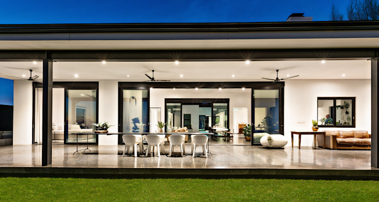 House Viljoen, covered pation, veranda, stoep. Modern balcony, veranda & terrace by Hugo Hamity Architects Modern