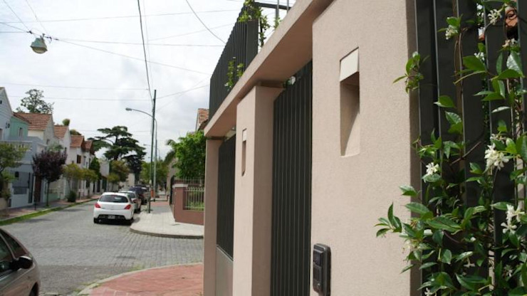 Frente 2 Casas modernas: Ideas, imágenes y decoración de gatarqs Moderno