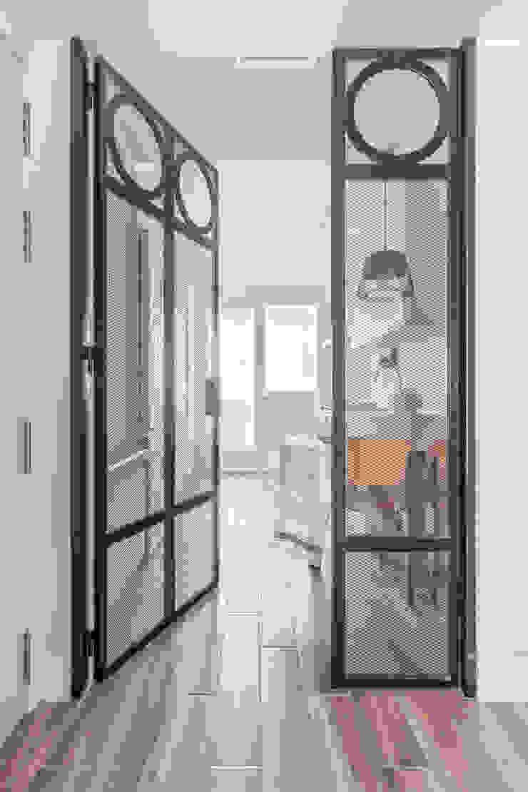 Reforma y Amueblamiento en vivienda piso en Tres Cantos de itta estudio Moderno