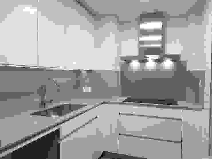 M.Angustias Terron Built-in kitchens Ceramic White
