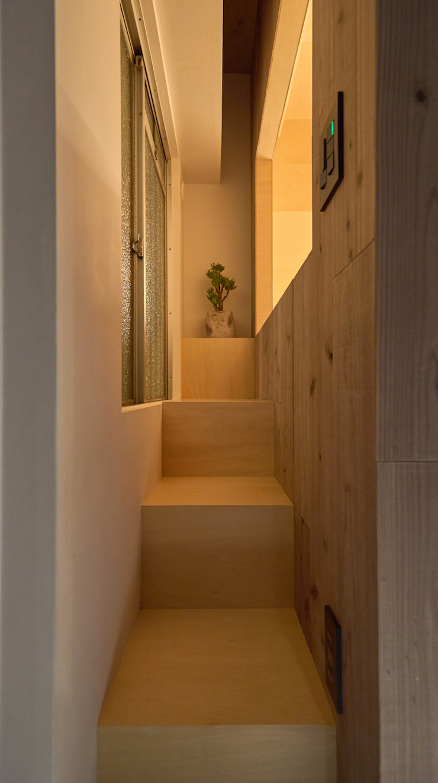 .8 / TENHACHI 樓梯