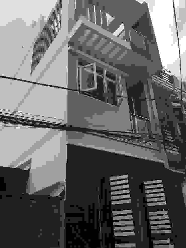 Mặt tiền nhà phố 3 tầng sang trọng bởi Công ty TNHH TK XD Song Phát Châu Á Đồng / Đồng / Đồng thau