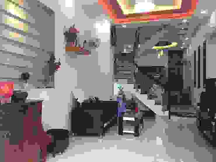 Phòng khách rộng rãi được thiết kế hiện đại Phòng khách phong cách châu Á bởi Công ty TNHH TK XD Song Phát Châu Á Đồng / Đồng / Đồng thau