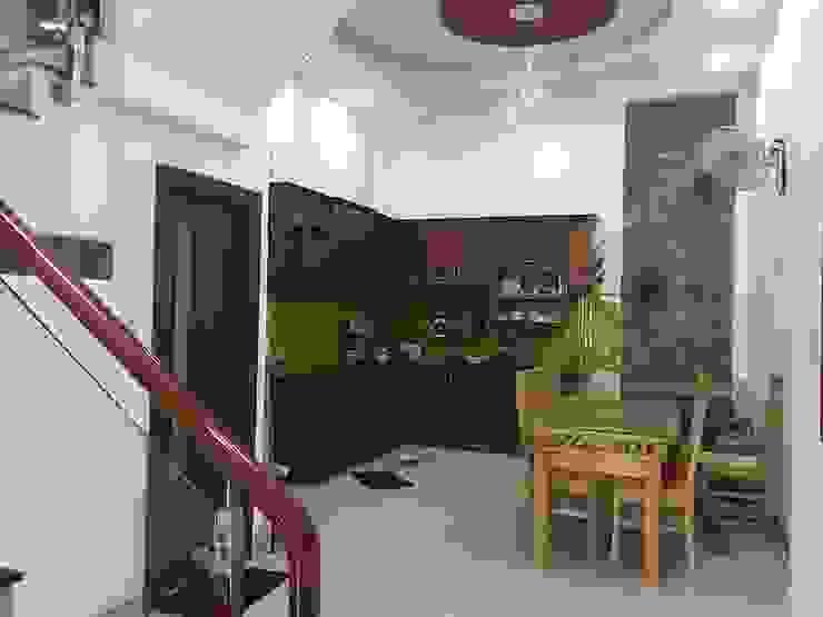 Phòng ăn bố trí cửa sau giúp không gian thông thoáng Phòng ăn phong cách châu Á bởi Công ty TNHH TK XD Song Phát Châu Á Đồng / Đồng / Đồng thau