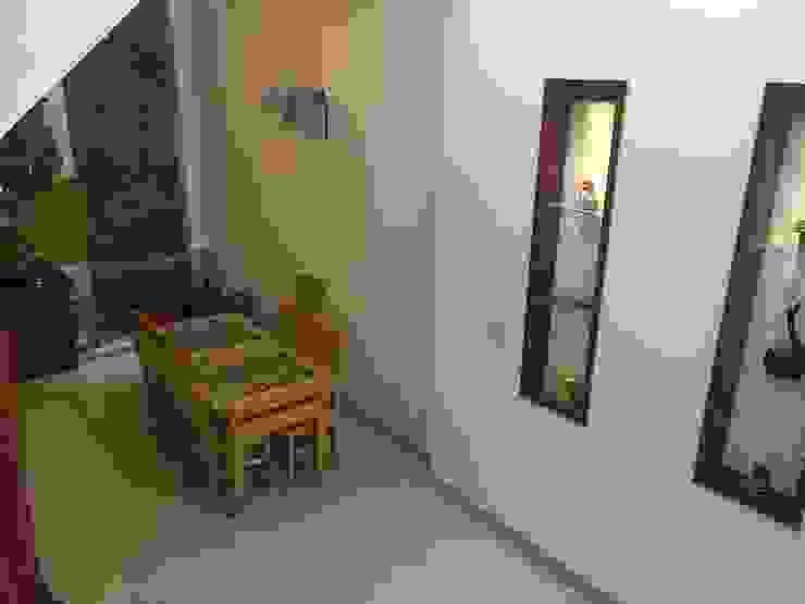 Bộ bàn ghế gỗ giúp không gian thêm sang trọng Phòng ăn phong cách châu Á bởi Công ty TNHH TK XD Song Phát Châu Á Đá hoa