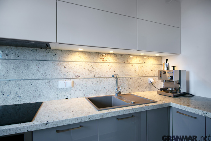 GRANMAR Borowa Góra - granit, marmur, konglomerat kwarcowy Nhà bếp phong cách hiện đại Đá hoa cương