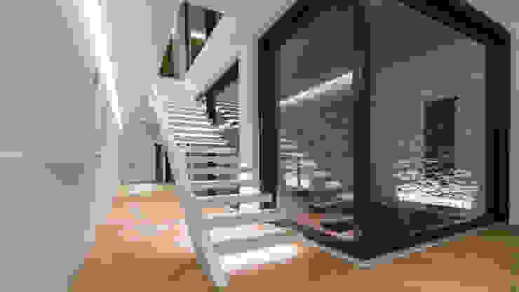 Villa Ferroli | Stairway par GD Arredamenti Moderne Bois d'ingénierie Transparent
