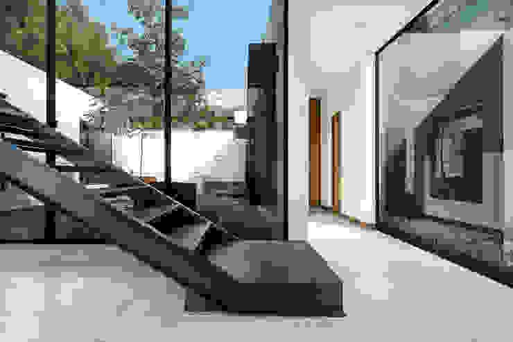 Phòng học/văn phòng phong cách tối giản bởi Dionne Arquitectos Tối giản