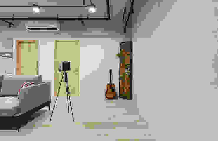 回家 / 玄關入口 根據 趙玲室內設計 工業風
