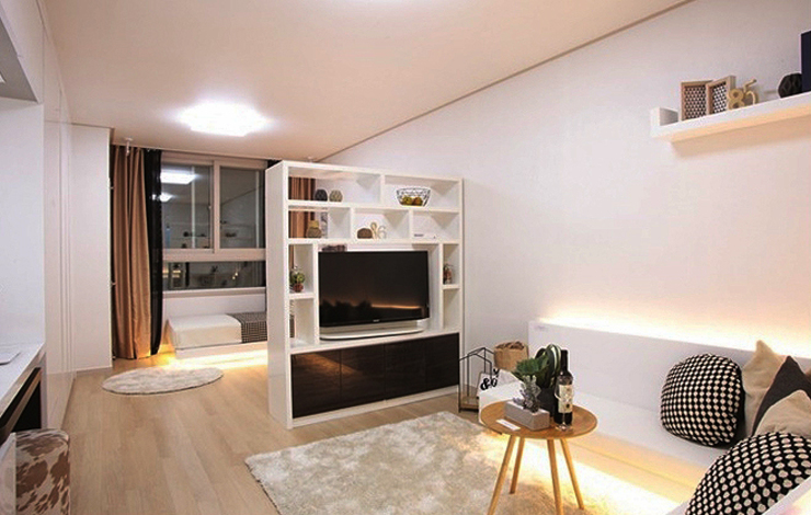 现代客厅設計點子、靈感 & 圖片 根據 에이프릴디아 現代風