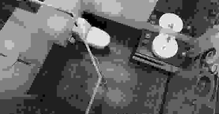 Phòng tắm với nội thất đơn giản sang trọng:  Phòng tắm by Công ty TNHH TK XD Song Phát
