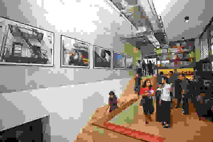 Stairway Kantor & Toko Gaya Industrial Oleh ARAT Design Industrial