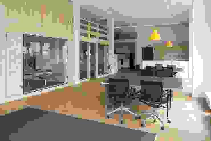 MEETINGRAUM Skandinavische Bürogebäude von _WERKSTATT FÜR UNBESCHAFFBARES - Innenarchitektur aus Berlin Skandinavisch