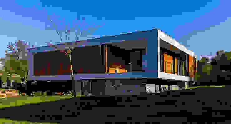 voorgevel en rechterzijgevel van 3d Visie architecten Modern Beton