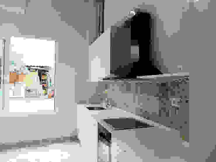 現代廚房設計點子、靈感&圖片 根據 ACCESIBLE REFORMAS 現代風