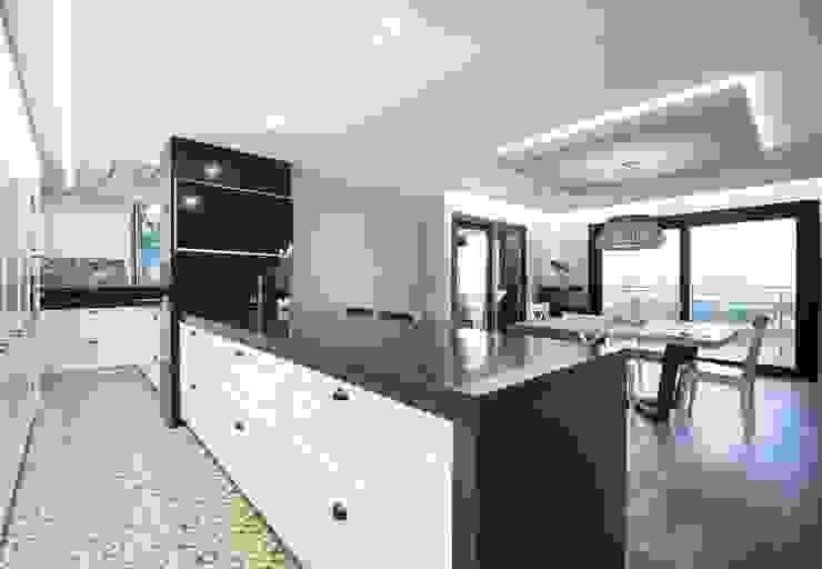 Iluminación vivienda en Tarragona de Luxiform Iluminación Moderno