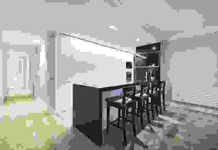 Встроенные кухни в . Автор – Luxiform Iluminación,
