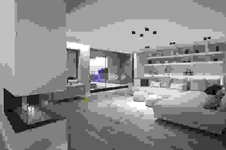 现代客厅設計點子、靈感 & 圖片 根據 Luxiform Iluminación 現代風