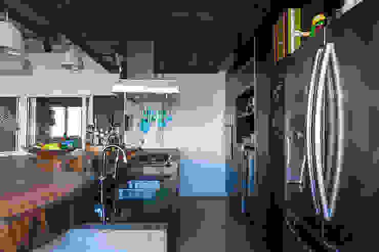 Cocinas de estilo industrial de Nautilo Arquitetura & Gerenciamento Industrial Cuarzo