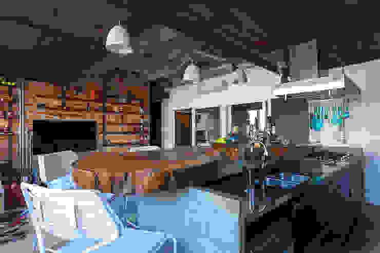 de Nautilo Arquitetura & Gerenciamento Industrial Madera maciza Multicolor