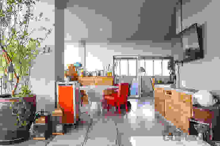Comedores de estilo industrial de Nautilo Arquitetura & Gerenciamento Industrial Madera maciza Multicolor