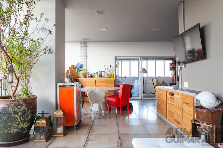 Apto 360 Salas de jantar industriais por Nautilo Arquitetura & Gerenciamento Industrial Madeira maciça Multi colorido