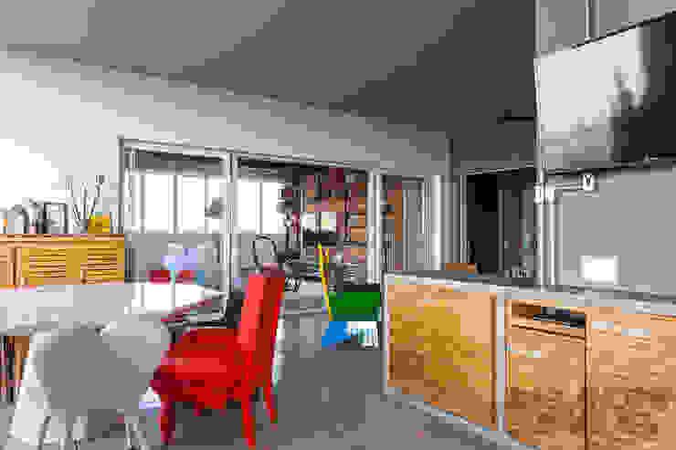 Apto 360 Varandas, alpendres e terraços industriais por Nautilo Arquitetura & Gerenciamento Industrial Madeira maciça Multi colorido